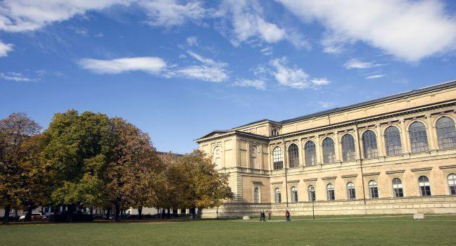 Park, Alte Pinakothek, Munich, Germany