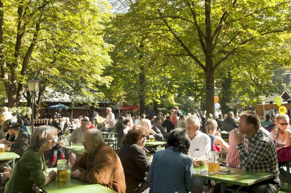 Beer Garden, Englischer Garten, Royal Munich, Munich, Germany, Europe.