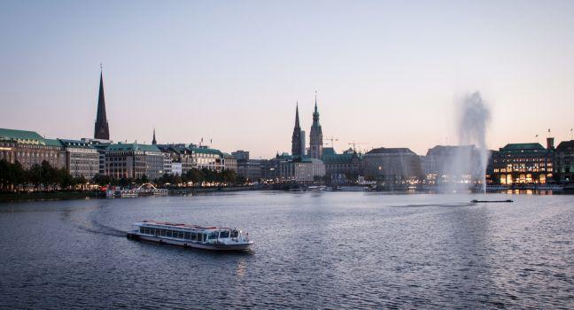 Alster Lakes, Altstadt, Hamburg, Germany, Europe.