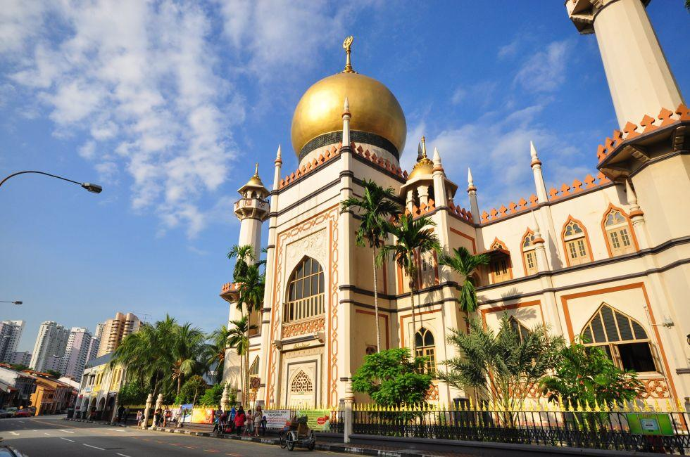 Exterior, Sultan Mosque, Kampong Glam, Singapore, Asia.