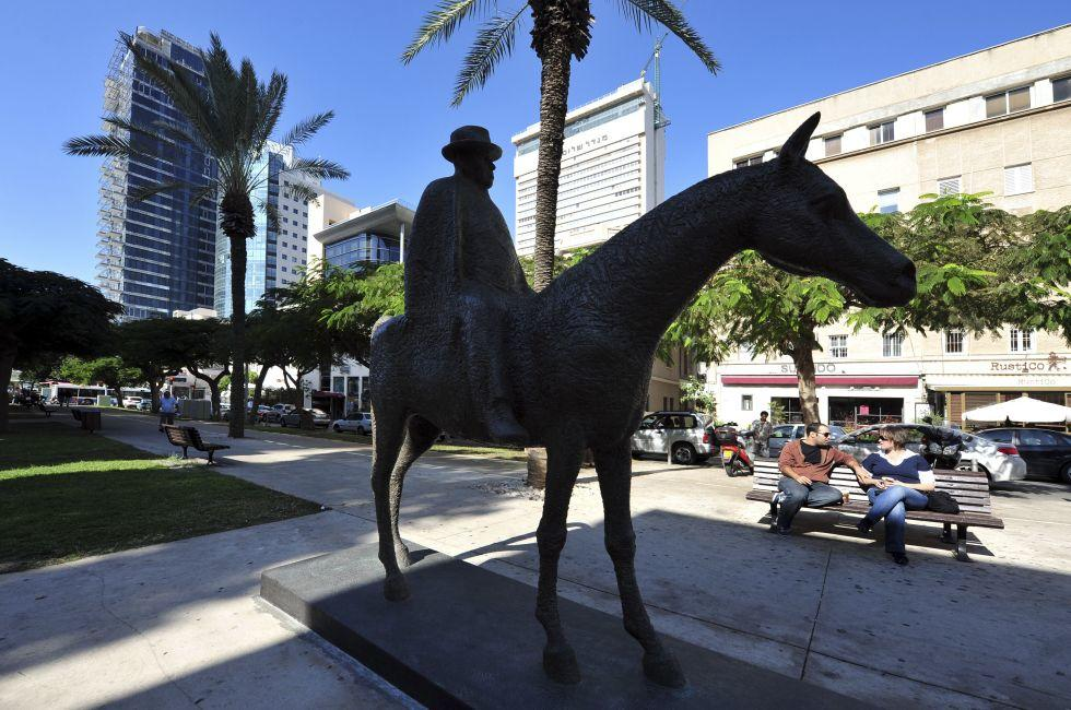 Meir Dizengoff Statue, Rothschild Blvd, Tel-Aviv, Israel