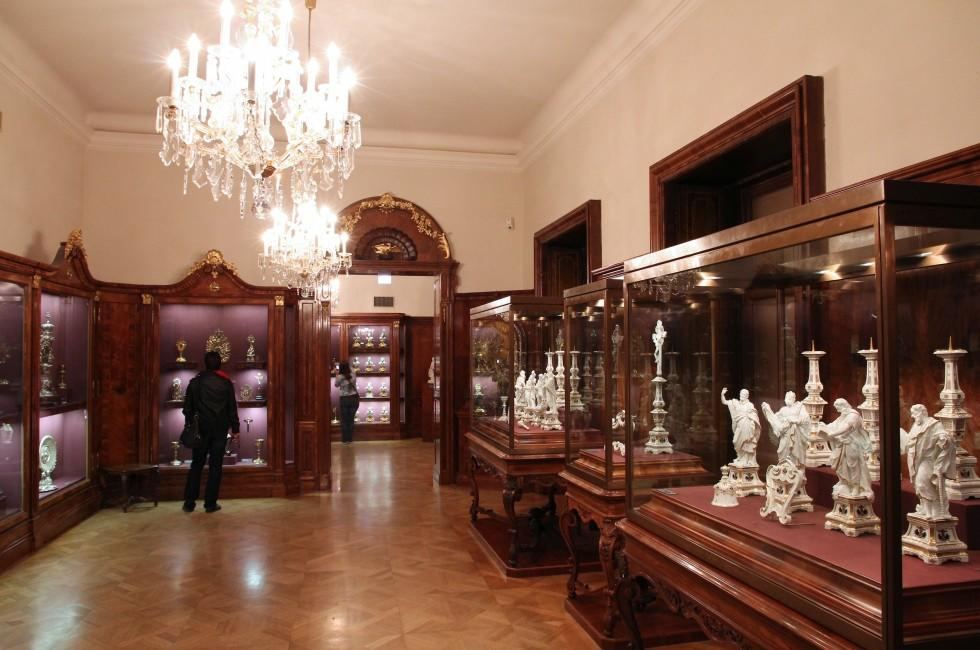 Interior, Schatzkammer, Museum of Art History, Vienna, Austria