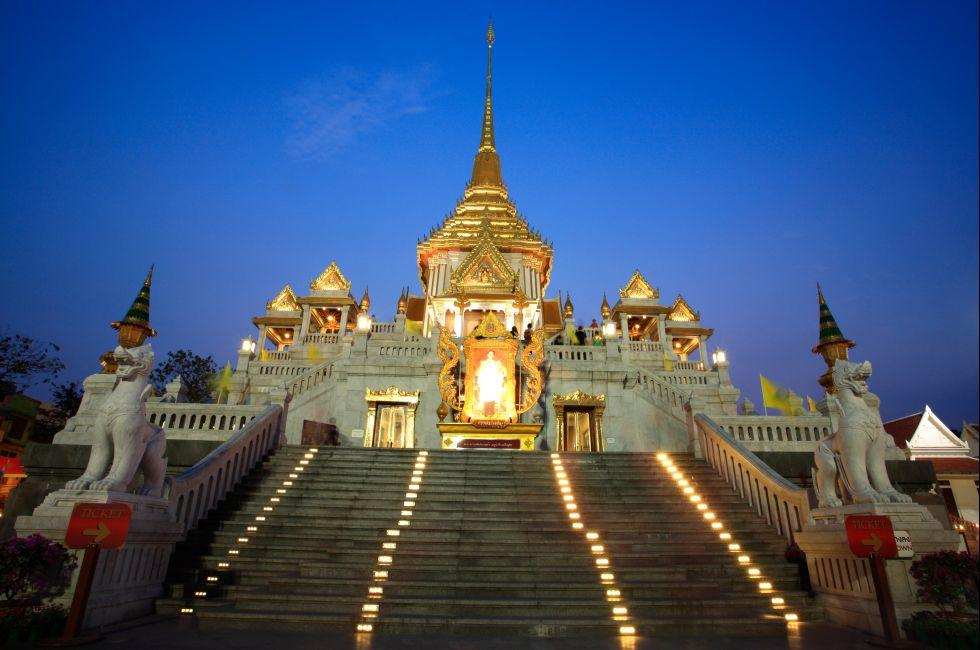 Dusk, Wat Traimit, Chinatown, Bangkok, Thailand