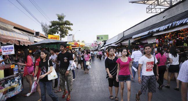 Crowd, Chatuchak Weekend Market, Dusit, Dusit and Northern Bangkok, Bangkok, Thailand, Asia.