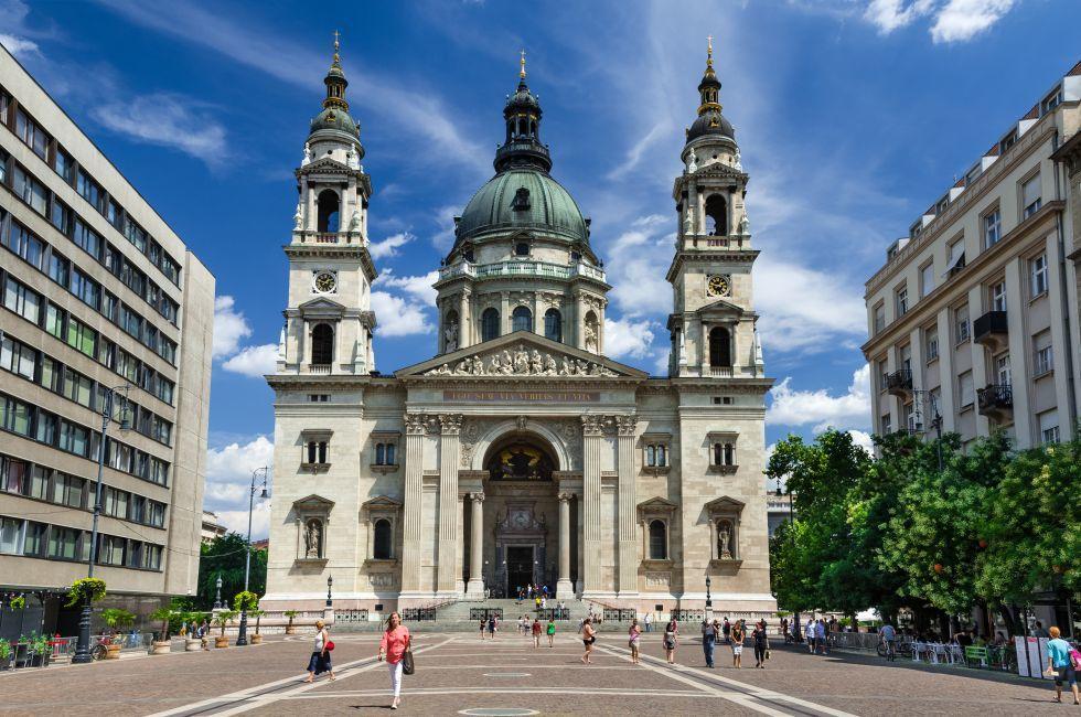 St. Stephen Square, St. Stephen Basilica, Budapest, Hungary, Europe.