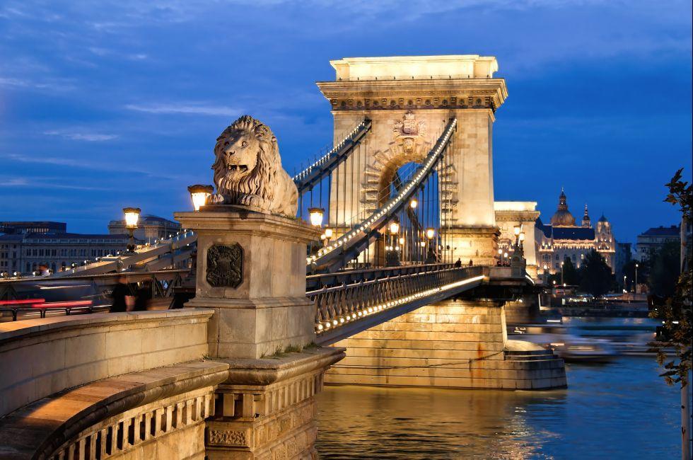 Széchenyi Lánchíd, The Chain Bridge, Budapest, Hungary, Europe