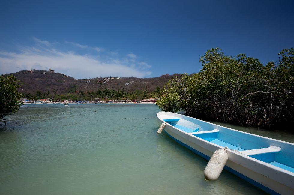Boat, Playa las Gatas, Ixtapa, Zihuatanejo, Guerrero, Mexico