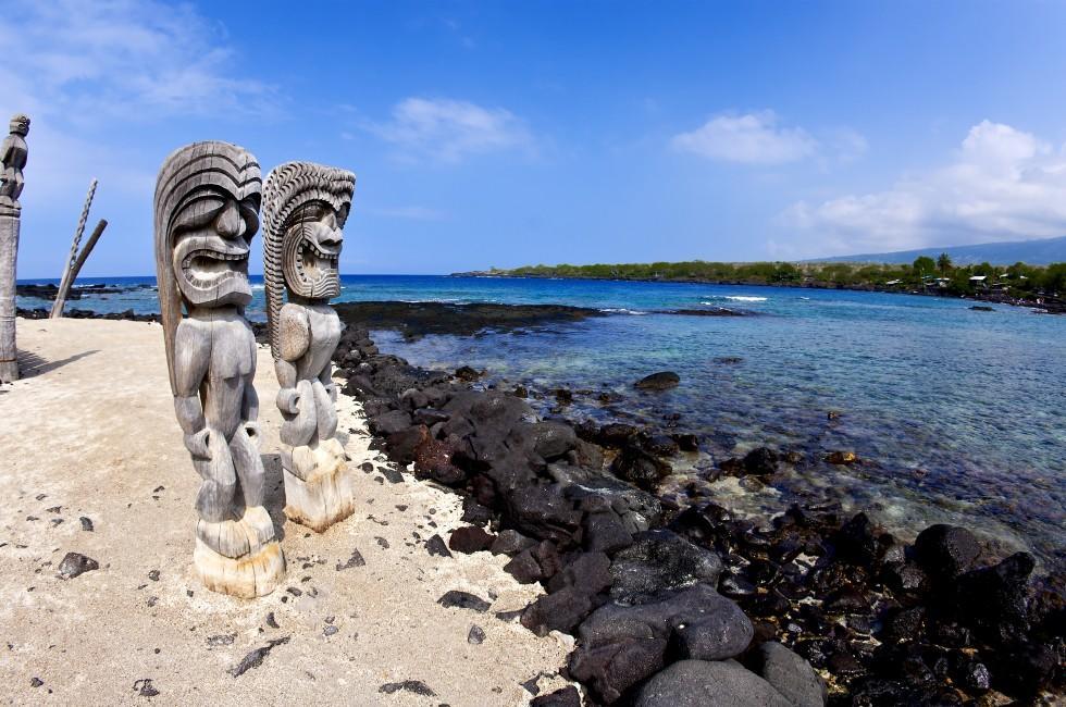 Wooden Statues, Puuhonua O Honaunau National Historical Park, Kona Coast, Big Island, Hawaii, USA