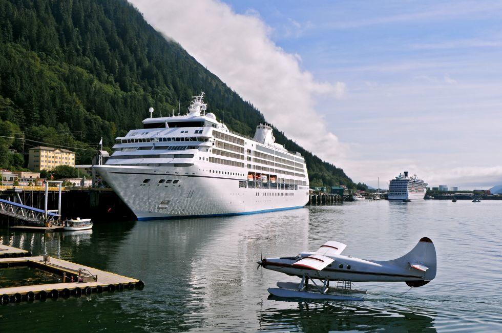 Plane, Cruise Ship, Port, Juneau, Alaska, USA