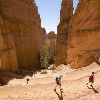Hikers, Queens Garden Trail, Bryce Canyon National Park, Utah