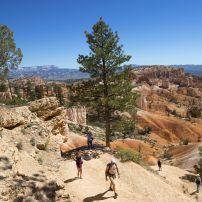 Hikers, Queens Garden Trail, Bryce Canyon, Utah
