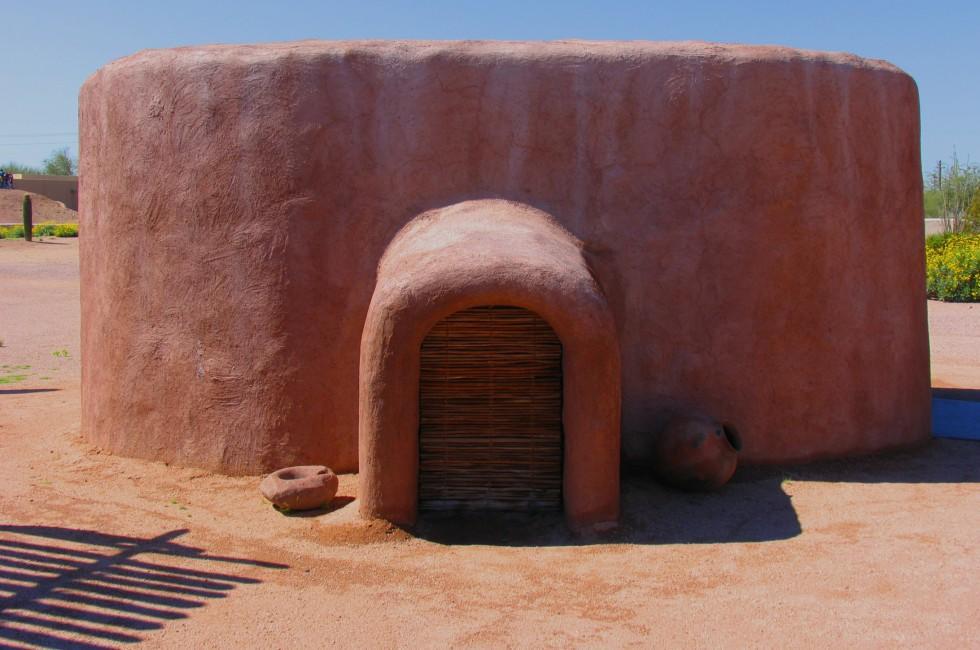 Hohokam Pithouse Replica, Pueblo Grande Museum Archeological Park, Phoenix, Arizona, USA