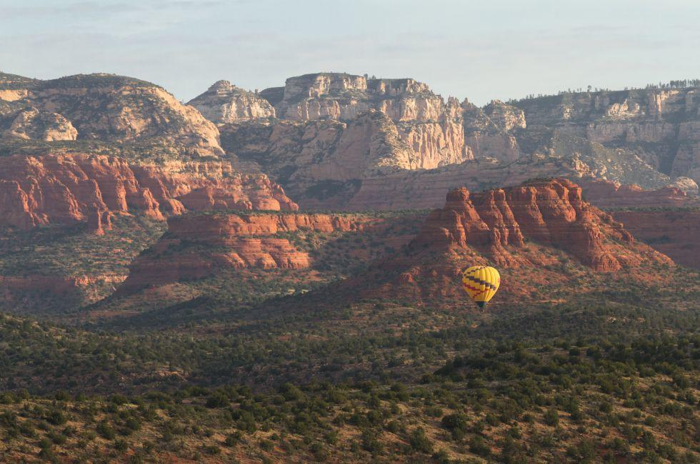 Hot air balloon, Sedona, Sedona and Oak Creek Canyon, North-Central Arizona, Arizona, USA, North America
