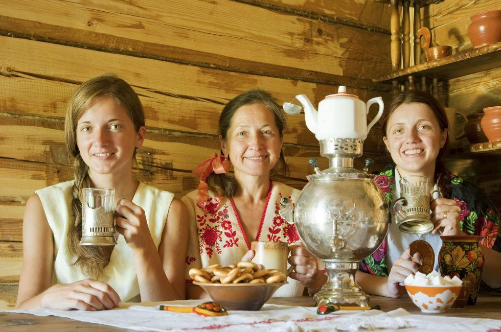 pozhilimi-russkie-podrugi-vipili-kazaksha-kuhne