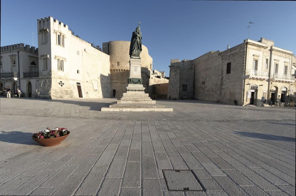 Public Square, Statue, Oranto, Apulia, Puglia_Basilicata and Calabria, Italy