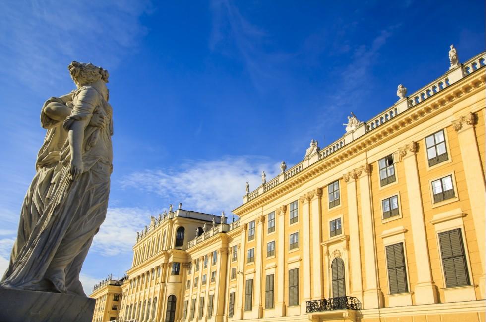 Statue, Schonbrunn Palace, Vienna, Austria