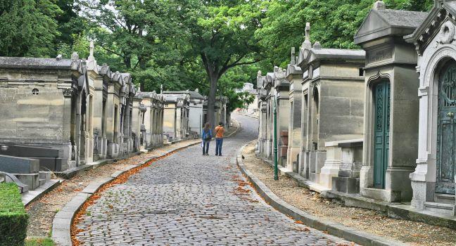 walkway, Cemetery, Cimitere du Pere-Lachaise, Paris, France