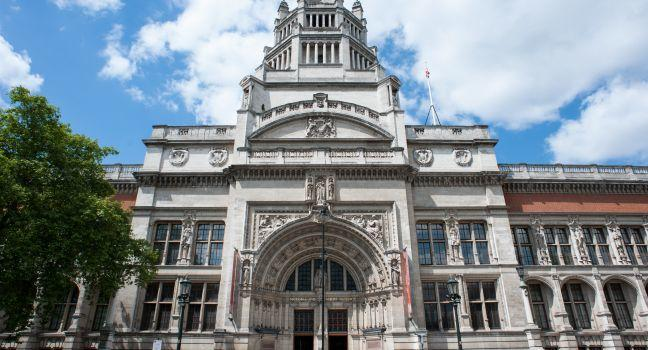 Victoria & Albert Museum, Kensington, London, England.