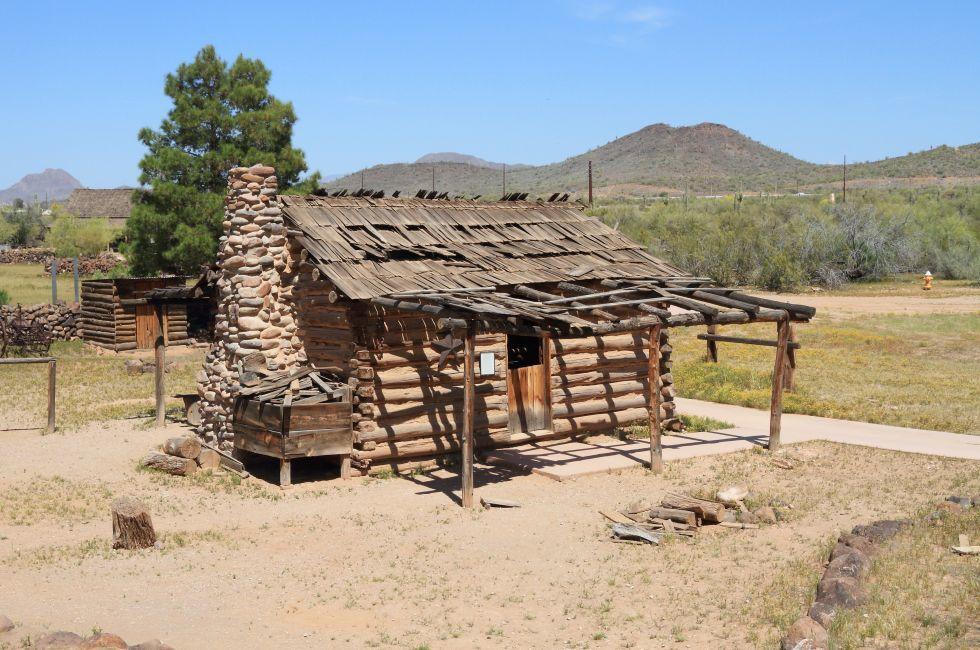 Pioneer Village, Arizona