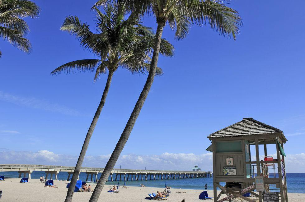 Lifeguard Hut, People, Pier, Deerfield Beach, Fort Lauderdale and Broward County, Florida, USA