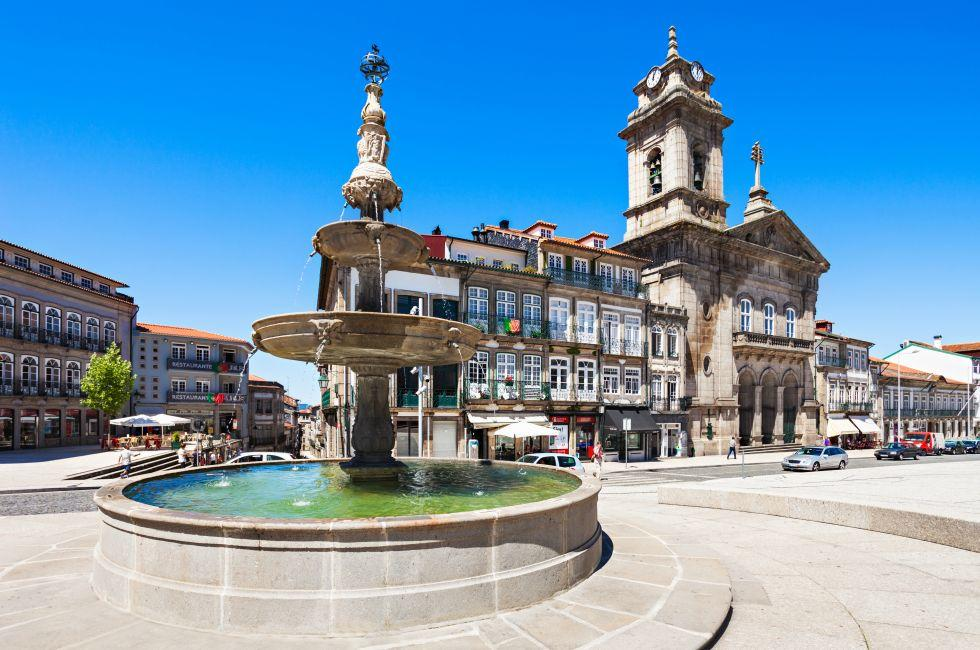 Fountain, Toural Square, Guimaraes, Portugal