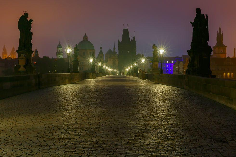 Charles Bridge, Karlův most, Malá Strana (Lesser Quarter), Prague, Czech Republic, Europe.