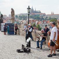 Musicians, Charles Bridge, Karlův most, Malá Strana (Lesser Quarter), Prague, Czech Republic, Europe.