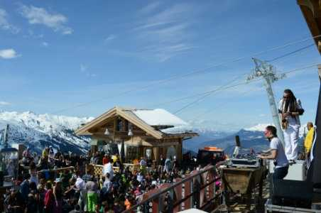 How to Do Apres-Ski in the French Alps