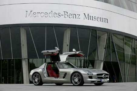 mercedes_museum_extior_w_300sl_in_front-resized.jpg