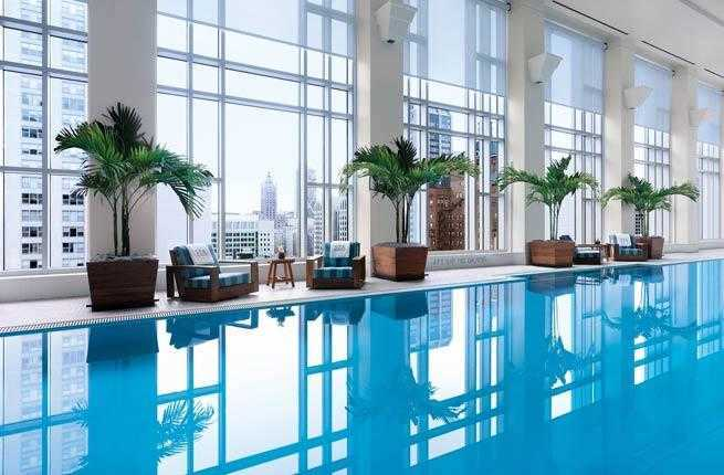 2-chicago-peninsula-hotel-pool
