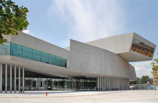 10-maxxi-museo-nazionale-delle-arti-del-xxi-secolo