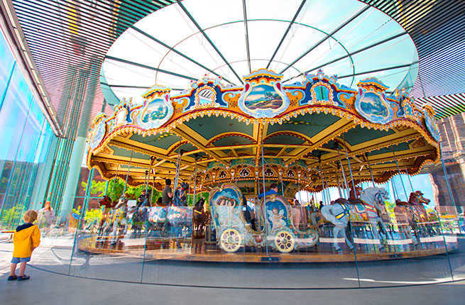 1-10-iconic-carousels-janes-carousel.jpg