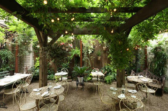nyc 39 s best spots for al fresco dining fodor 39 s travel. Black Bedroom Furniture Sets. Home Design Ideas