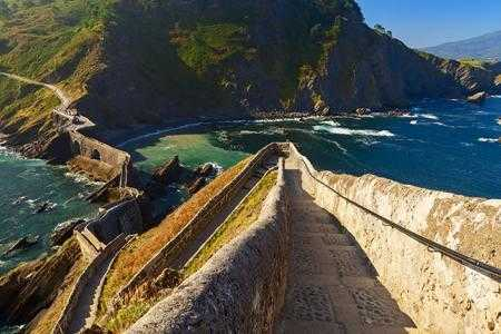 Hiking-in-spain-san-juan-de-gatzelugatxe