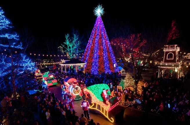 10 u s towns with incredible christmas celebrations for Best cities to visit at christmas in the us