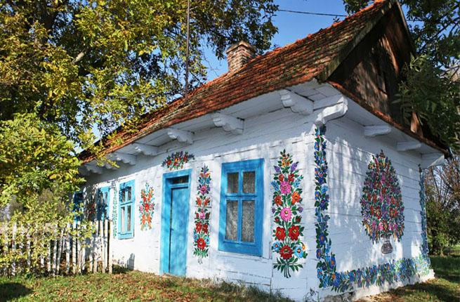 This Polish Town With Hand-Painted Homes Is Kind Of The Cutest Place