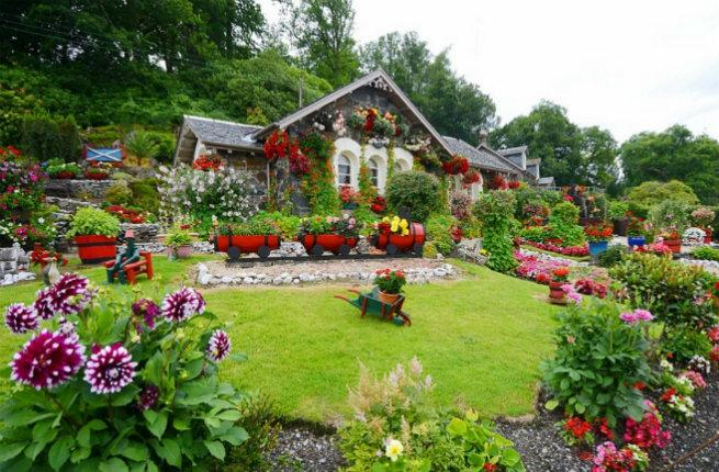 Great grandfather s stunning garden becomes scottish for Garden pictures