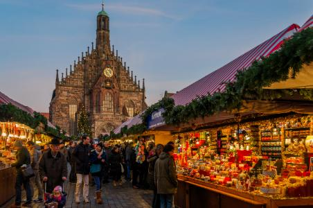 What to Eat and Buy at Europe's Christmas Markets on the Danube ...