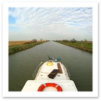 080304_soft_adventure_pinobarile_istock_barge_F.JPG