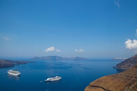 1.%20cruise-ships-greece_resized.jpg