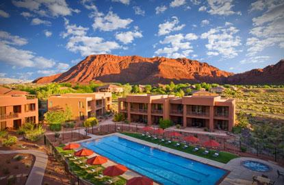 4-aerial_villas-pool.jpg