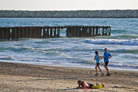 4-running-tel-aviv-beach.jpg