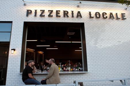 5-wine-pizzeria-locale.jpg
