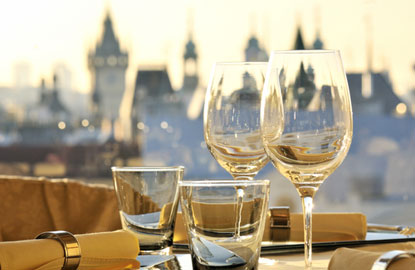 5-wineglasses-prague.jpg