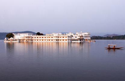 7-lake-palace.jpg