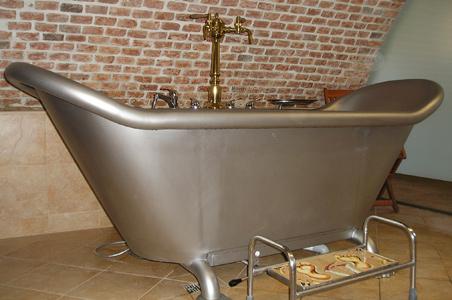 7-real-beer-bath.jpg