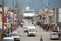 Alaska-Skagway-downtown-cruise-ship.jpg