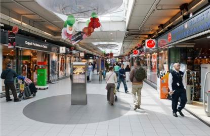 Amsterdam-Schiphol-Airport-mall.jpg