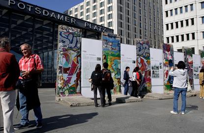 Berlin-Wall-fragment.jpg