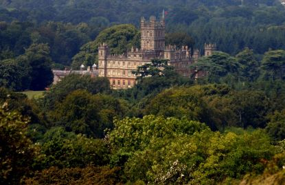 Downton-Abbey-Highcler-Castle.jpg